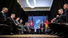 Declaraciones. El presidente norteamericano en la reunión más a gusto que tuvo y en la que dijo lo suyo: con la canciller alemana Angela Merkel.