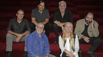 La Trova vuelve a casa. Jorge Fandermole, Fabián Gallardo, Rubén Goldín, Juan Carlos Baglietto, Silvina Garré y Adrián Abonizio, a escena.