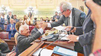 jura y saludo. Miguel Lifschitz tomó posesión de su banca y de inmediato, con el acuerdo de todos los bloque, fue ungido presidente de Diputados.