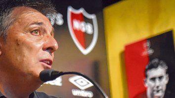 Más tranquilo. El DT se mostró reflexivo en la conferencia de prensa y dio a los once titulares para ir a Tucumán.