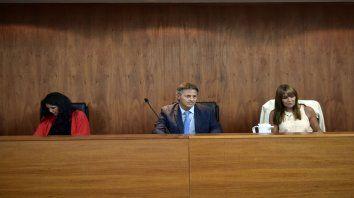 Sentencia. El juez Ismael Manfrín (centro) dictó la el veredicto condenatorio.