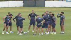 Detallista. Cocca brindó indicaciones en el entrenamiento canalla en la previa del partido de mañana ante el líder Boca.