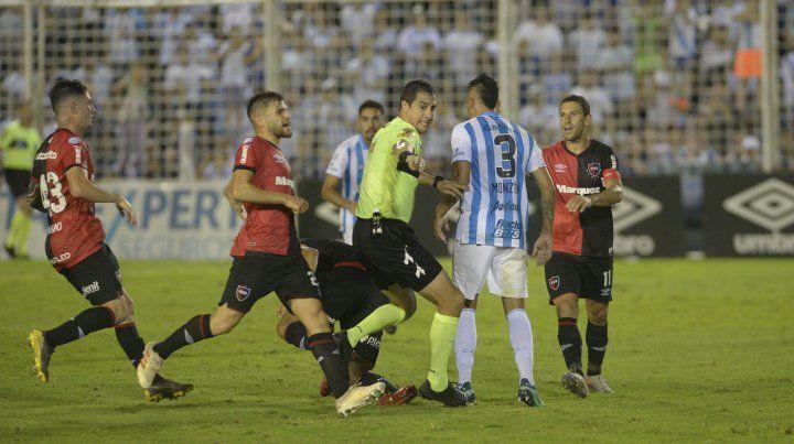 La tremenda agresión entre Salinas y Cabral, que vieron la roja directa