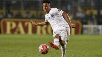 Sin continuidad. El peruano Christian Cueva jugó poco en Santos con Sampaoli.