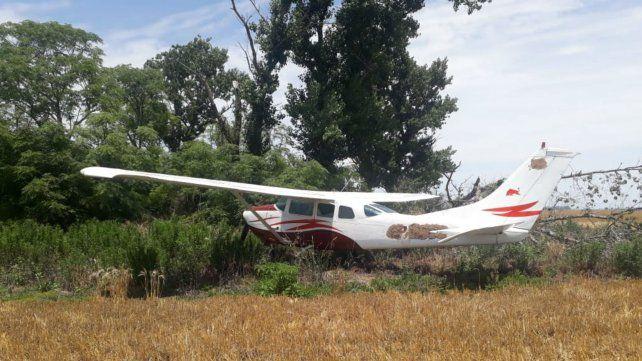 Hallan una avioneta abandonada en un campo de San Jerónimo