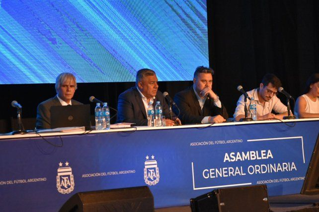 La AFA ratificó que en la Superliga habrá tres descensos