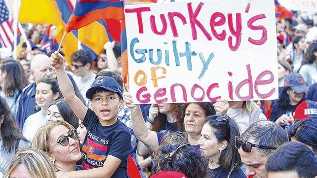 reclamo escuchado. Una marcha de la comunidad armenia en EEUU por el genocidio impune.