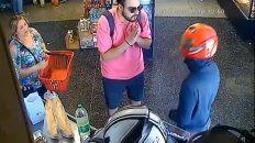Un joven le rogó a un ladrón que le devuelva la billetera