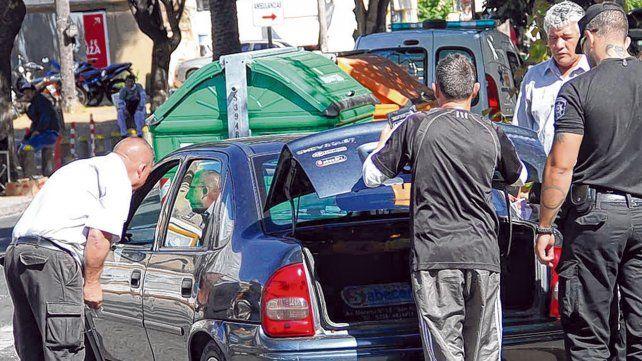 alternativas. Hay quienes se quedaron sin trabajo y se subieron al auto para paliar la crisis económica.