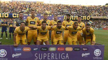 Canallas. El equipo que salió ante Boca estuvo plagado de extranjeros. Sólo el arquero Ledesma surgió del club.
