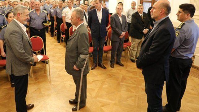 asunción. El ministro Marcelo Saín le tomó juramento a Víctor Sarnaglia ante la presencia de Omar Perotti.