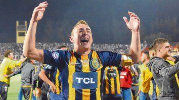 Alegría en Mendoza. Ruben celebra el título en la Copa Argentina. Fue su último partido con la camiseta canalla.