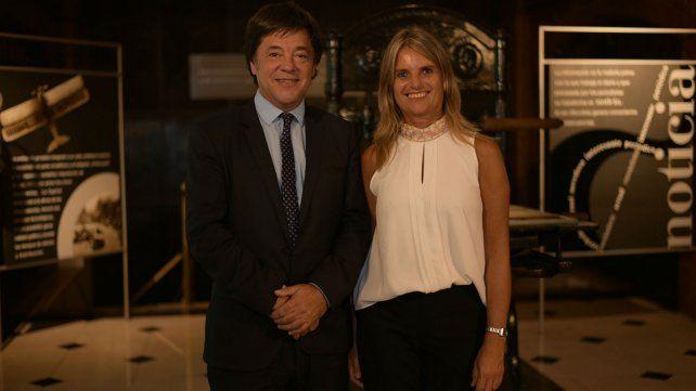 Gustavo Scaglione y su esposa, Josefina Daminato, presentes en el brindis de fin de año.