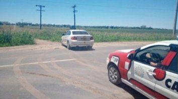 hallazgo. Ayer encontraron el auto en el maizal de un paraje rural cercano. Tenía dólares y euros en su interior.