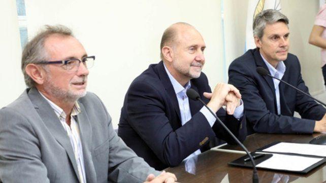 Rúbrica. El acuerdo fue suscrito por el gobernador, Omar Perotti.