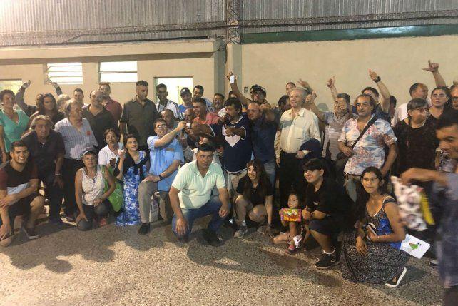 Los participantes posaron para la foto grupal.