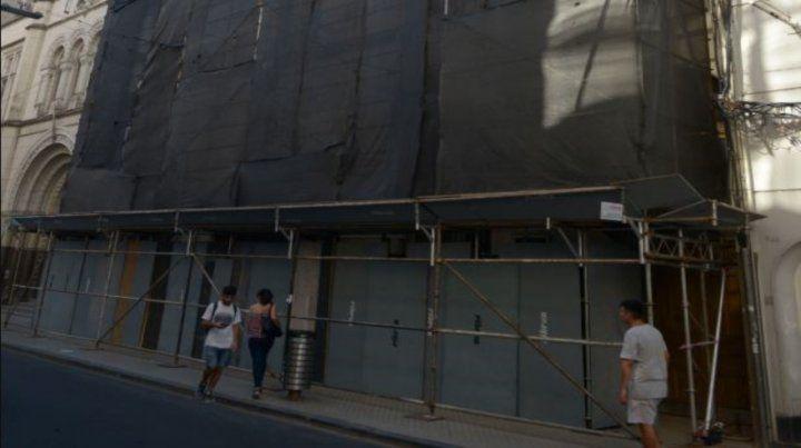 Ya se colocaron andamios en lo que será la primera parte de la restauración del centenario inmueble universitario.
