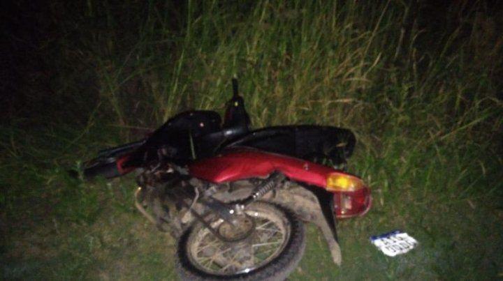 La moto en la que llegó el asaltante que intentó robar al gendarme.