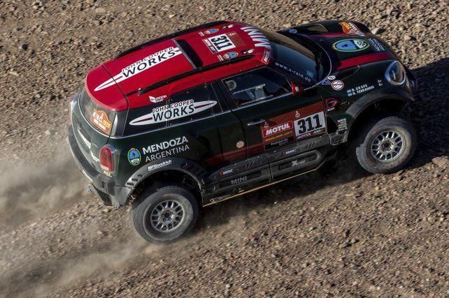 Orlando Terranova hizo historia en el Dakar porque pasó a liderar la 42° edición del rally.
