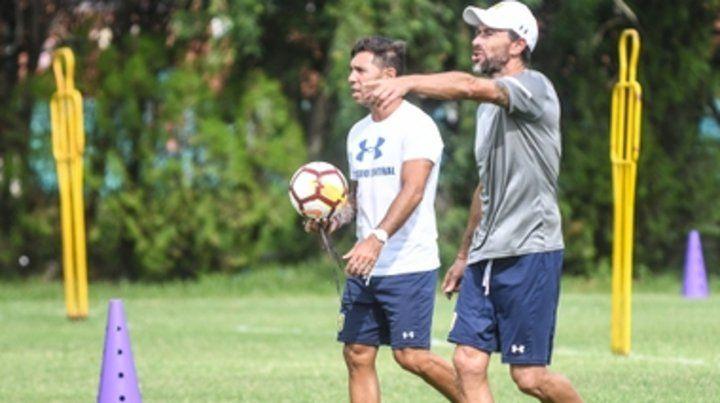 Dupla técnica. El Kily González junto a su ayudante Javier García en la sesión de ayer.