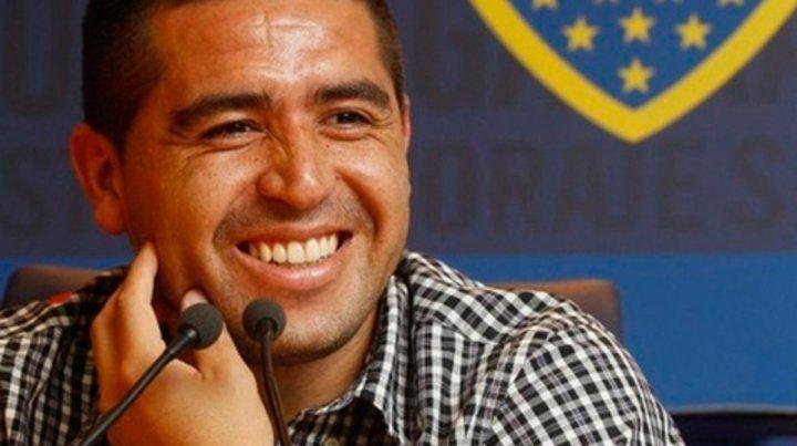 Sonrisas. El vice Juan Román Riquelme enfrenta un panorama económico austero.