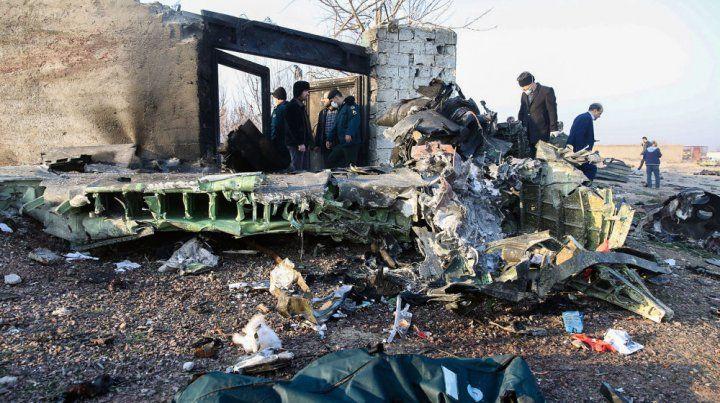 Un video registró la caída de un avión ucraniano en Teherán