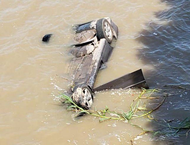 Un hombre murió tras caer al río con su auto en el río Coronda