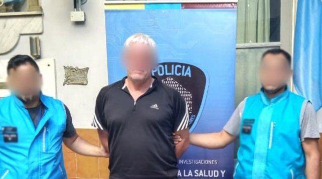 Lo buscaban por secuestrar y violar a una joven y lo detienen dirigiendo un partido de fútbol