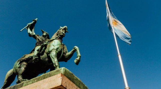 El monumento a Manuel Belgrano en el parque Independencia.