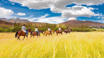 Cabalgata. Una de las actividades tradicionales que ofrece Esquel es adentrarse en la geografía a lomo de caballo. Un momento ideal para compartir y contemplar las bondades de la zona andina.
