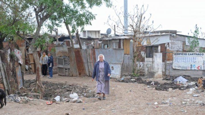 postales de la pobreza. El barrio asoma a la altura de Génova al 5600