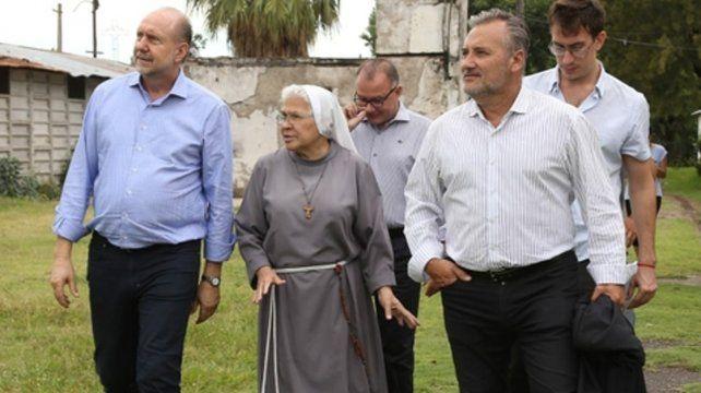 El gobernador Perotti y el senador Lewandowski visitaron ayer la misión de la hermana Jordán.