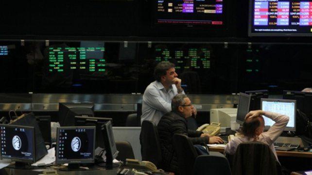 Día de euforia, con subas en los mercados y baja en el riesgo país