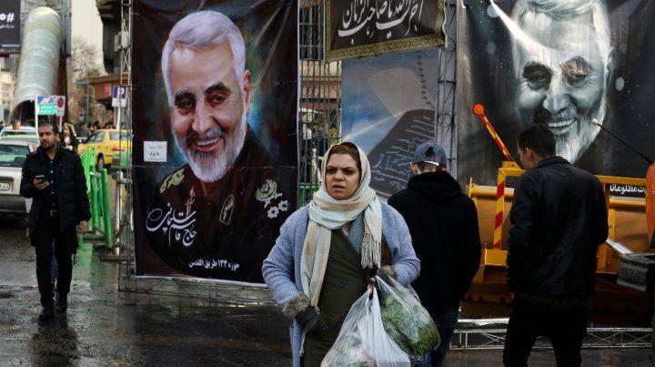 Gigantografías. El rostro de Soleimani se ha incorporado a la vida diaria en Teherán.