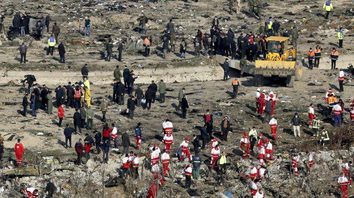 El avión cayó al oeste de la capital de Irán.
