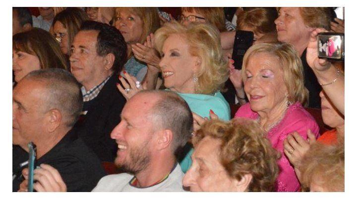 Ovacionaron a Mirtha Legrand en su primera salida teatral en Mar del Plata