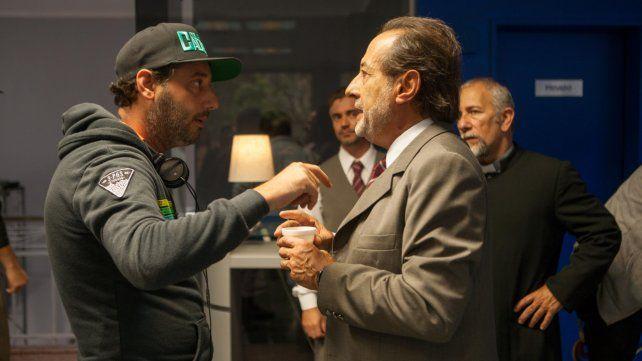 En acción. Ariel Winograd (izquierda) junto a Guillermo Francella en el set.