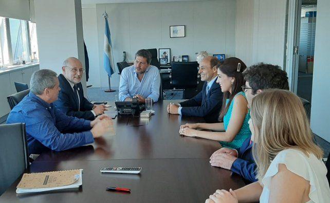 Juan Martínez (a la derecha) en la reunión con el ministro Lammens