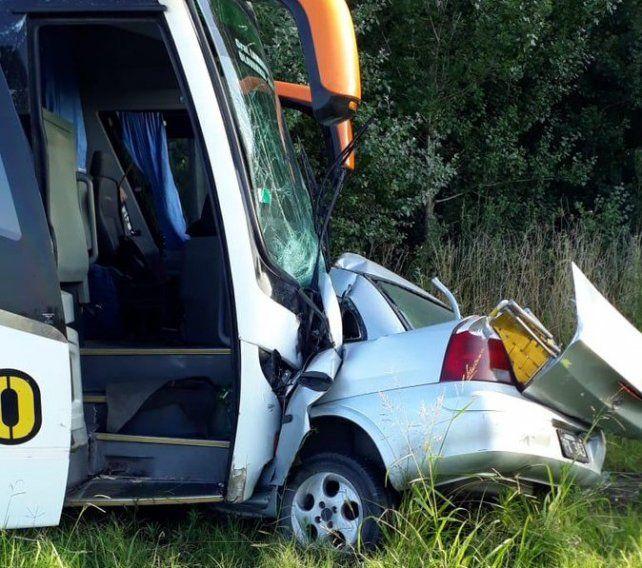 Un hombre murió en un choque entre un auto y un colectivo