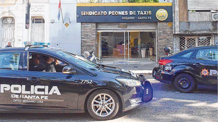 En estado de vigilia. Los actuales directivos del Sindicato Peones de Taxis (SPT) acudieron bien temprano al gremio