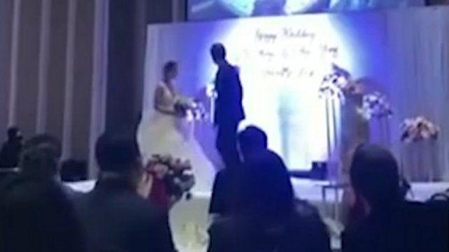 Grabó a su novia teniendo sexo con su cuñado y pasó el video en la fiesta de casamiento