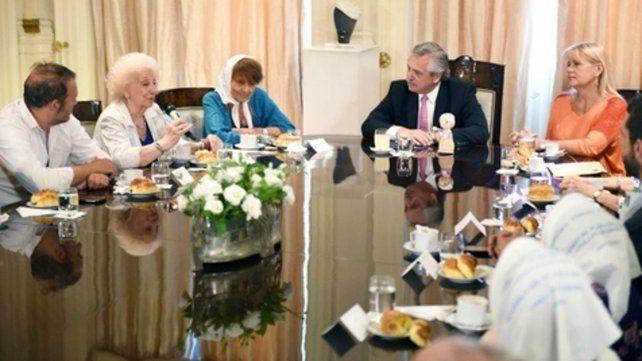 encuentro. Fernández recibió a trece dirigentes de organismos de derechos humanos en la Casa Rosada.