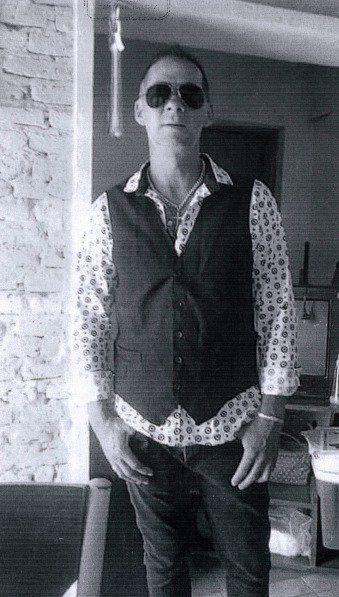 El bajista de Freddy y Los Solares.