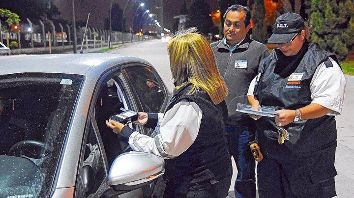 Test de alcoholemia. En Rosario se desarrollan gran cantidad de controles de consumo en las calles de la ciudad.