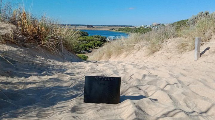 El módem en la playa. (Foto: Facebook: Cassie Langan)
