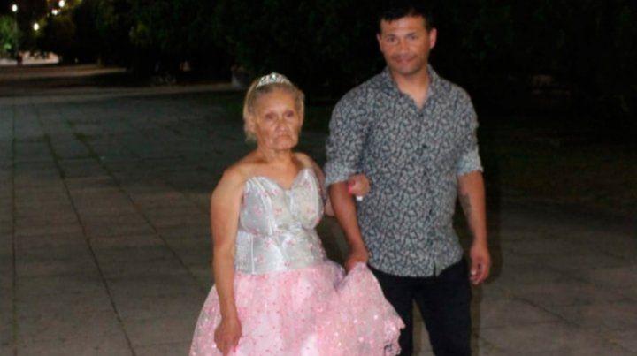 Una mujer tuvo su fiesta de 15 a los 79 años gracias al esfuerzo de su familia