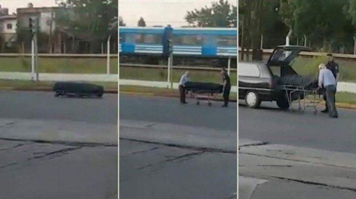 Un coche fúnebre perdió un ataúd en una avenida muy transitada