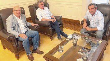 Diálogo. Javkin recibió ayer en su despacho al diputado Contigiani y al ex concejal Boasso.