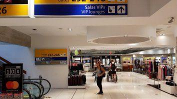 Guarulhos. Los amigos deambularon en el aeropuerto de San Pablo, hasta que les informaron que la aerolínea contratada no operaba esa ruta.
