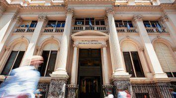 BCRA. La autoridad monetaria busca que los bancos presten a privados.